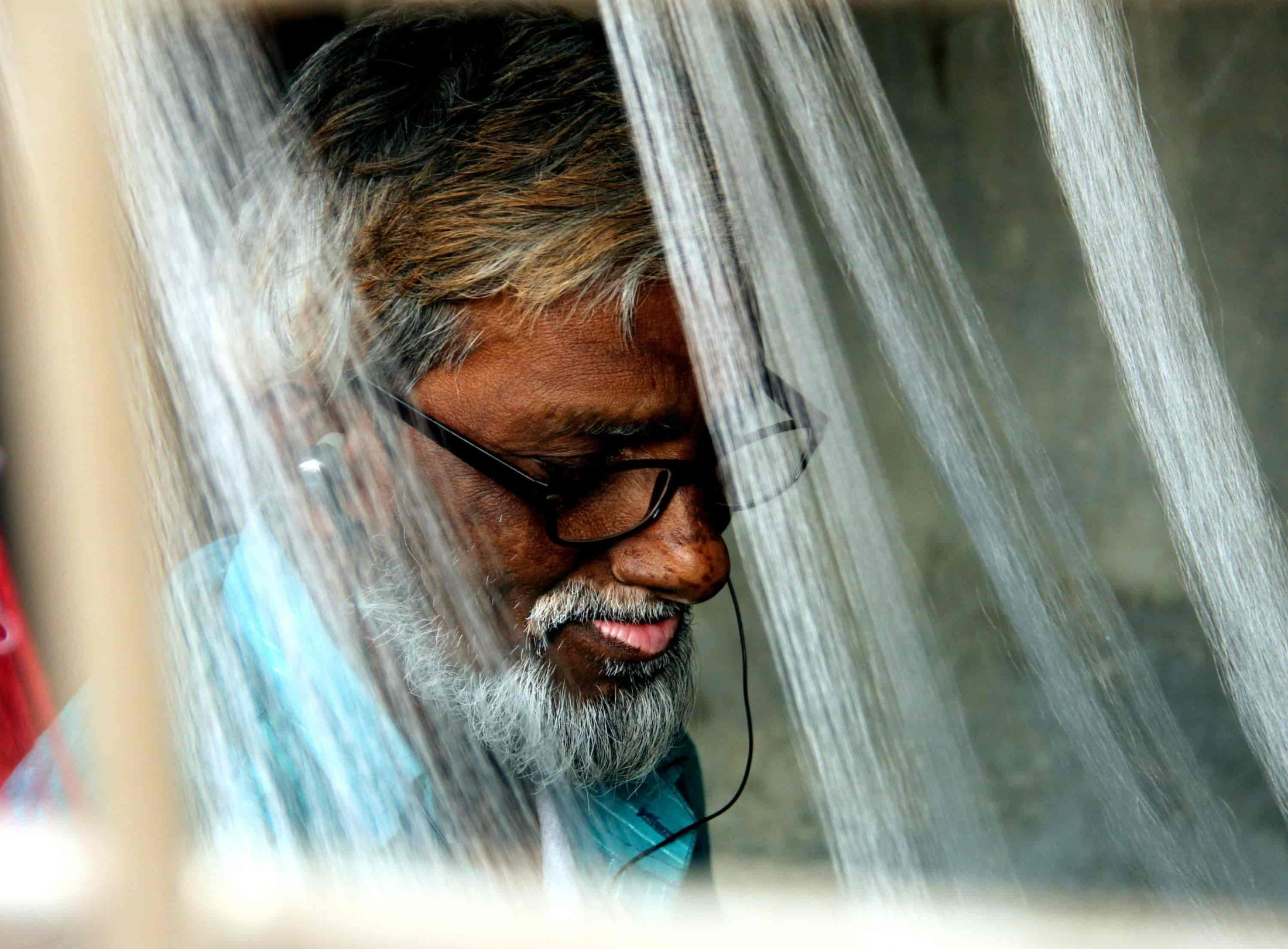 177. A Taanti Concentrating At The Loom-min